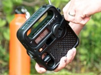 What to put in an emergency kit - hand crank radio